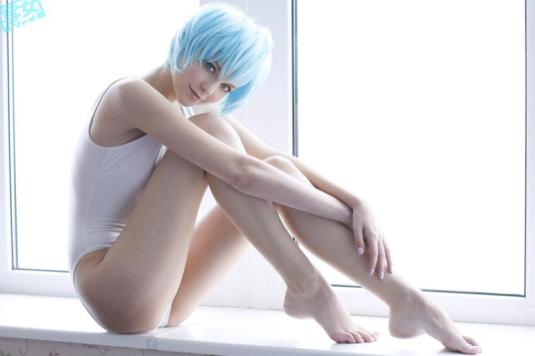 Barefoot Rei Ayanami Cosplay