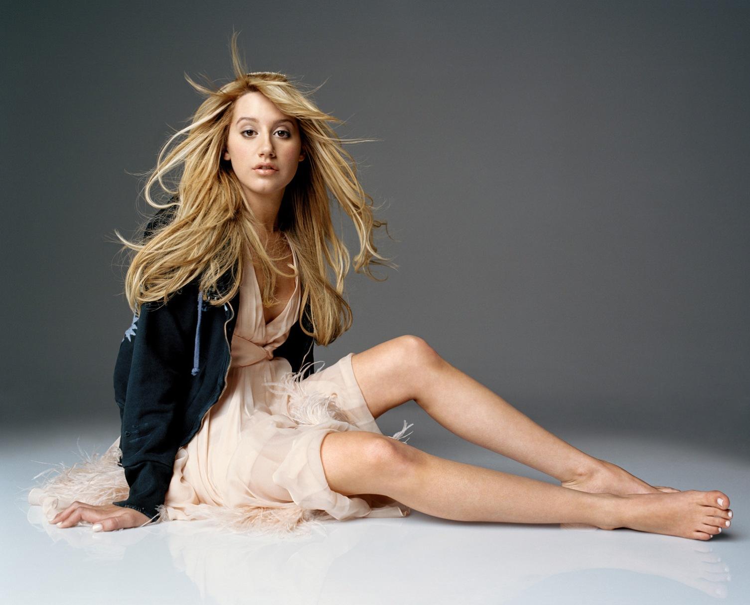 Ashley tisdale wallpaper hot trends miss girl for Wallpaper on trend