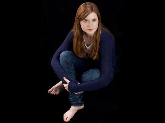 Bonnie Wright barefoot