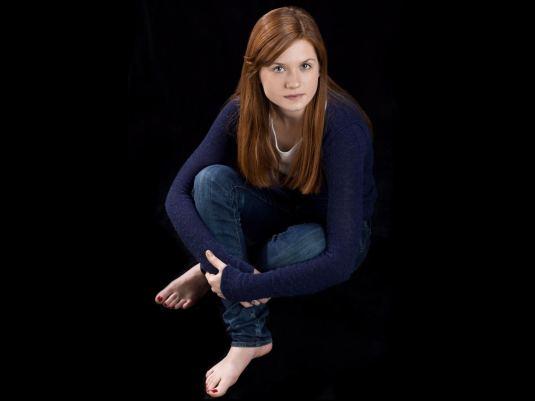 Bonnie Wright barefoot