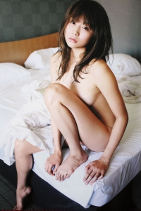 Akina Aoshima on Barefoot Beauties