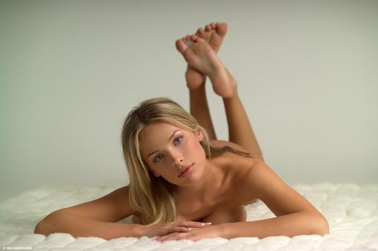 Amanda Braun on Barefoot Beauties