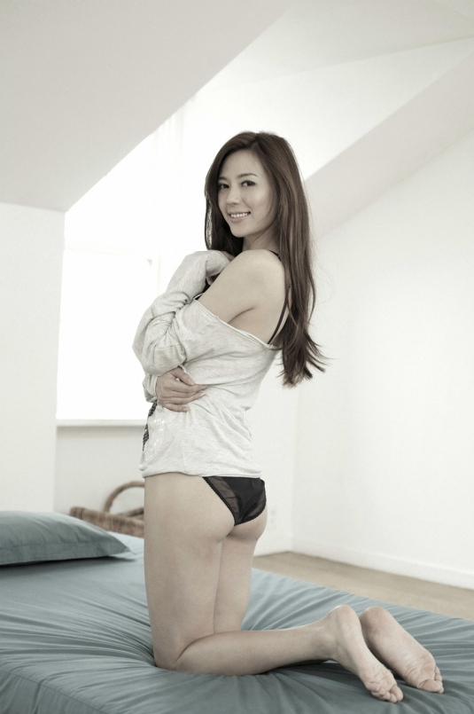 Cica Zhou Wei Tong on Barefoot Beauties