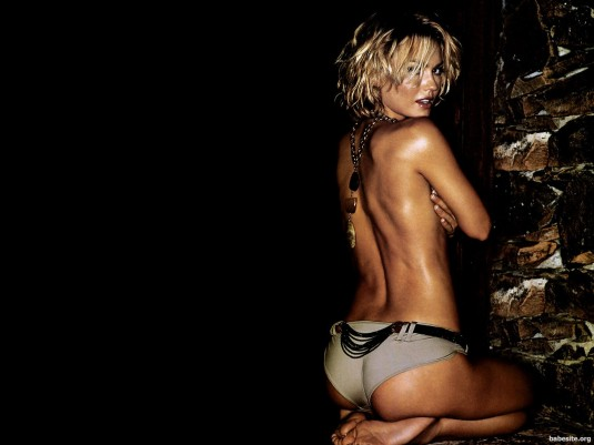 Kelly Carlson feet & soles