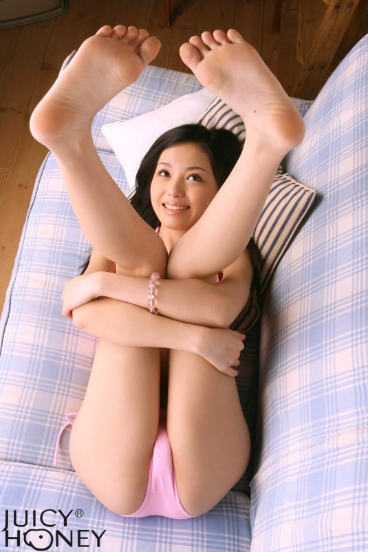 Aino Kishi feet on Barefoot Beauties