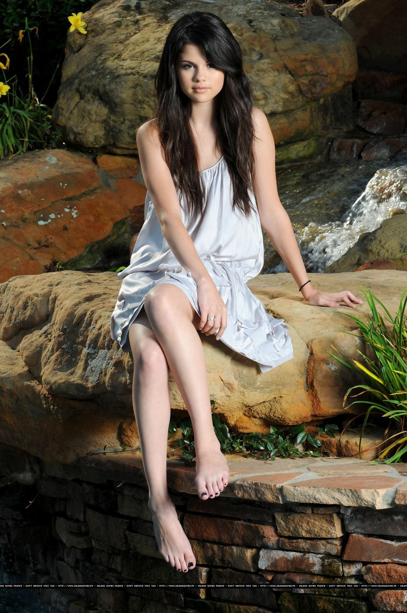Latina  Barefoot Beauties-2770