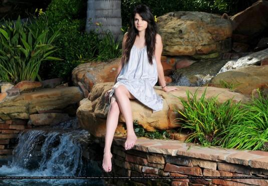Selena Gomez legs feet on Barefoot Beauties