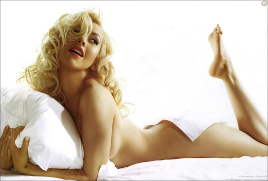 Christina Aguilera feet soles on Barefoot Beauties