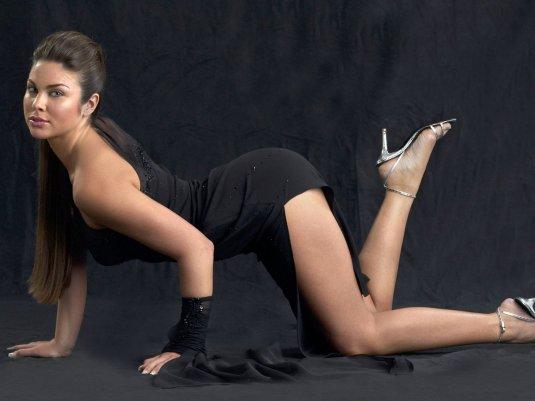 Nadia Bjorlin wrinkly soles feet