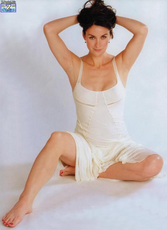 carrie-anne-moss-feet