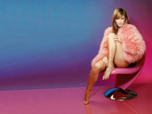 Holly Valance feet fuess