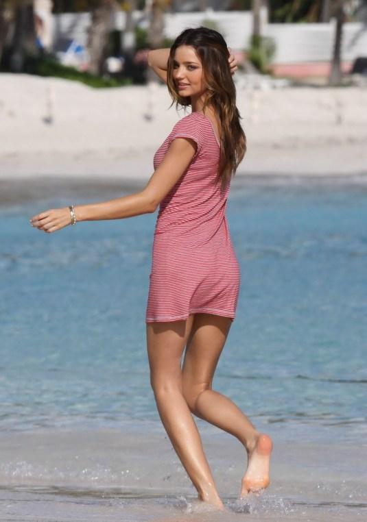 Miranda Kerr beach sole