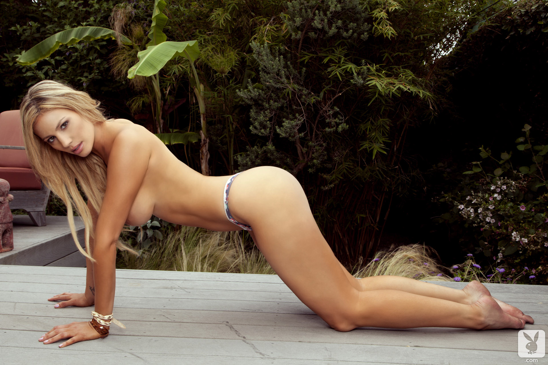 girls public nudity