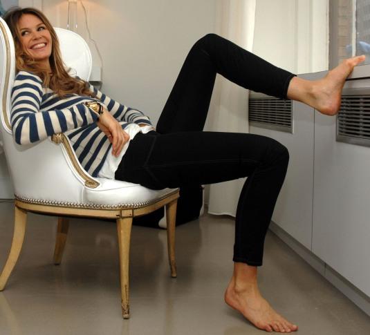 Elle Macpherson barefoot
