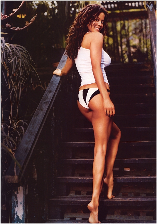 Brooke Burke sexy barefoot beauty