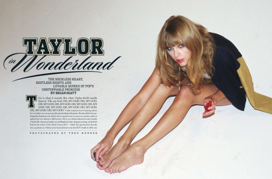 Taylor-Swift Long toes