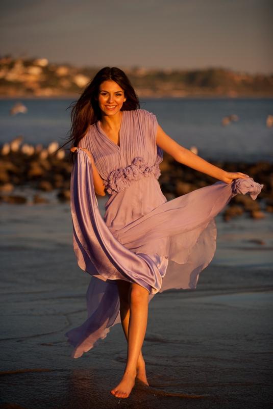 Victoria Justice Barefoot Walk Beach